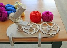 Wooden Gear Clock Plans from Hawaii by Clayton Boyer - Yarn Lovers Plan Package includes plans for clockwork ball winder, band-driven winder, and a standing swift. Woodworking Basics, Woodworking Jigs, Woodworking Furniture, Woodworking Projects Plans, Wooden Gear Clock, Wooden Gears, Yarn Winder, Spinning Yarn, Spinning Wheels