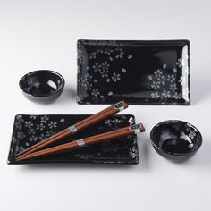 Do you like our Silver Sakura design? Then you will love this sushi set! In the gift box you can find 2 rectangular plates, 2 bowls for sauce and 2 pairs of wooden chopsticks! All in luxury shiny black color with silver sakura flowers 😍 🌸 Sushi Plate, Chopstick Rest, Sushi Set, Blue Dragonfly, Ceramic Materials, Chopsticks, Bowl Set, Flower Patterns, Silver Color