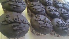 """I sacher cupcakes sono una miniatura della famosa """"Sacher Torte"""" viennese. Mini sacher al cioccolato ripieni di marmellata di albicocche. Cupcakes, Cookers, Miniature, Sugar, Desserts, Blog, Tailgate Desserts, Cupcake Cakes, Deserts"""