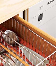Drawer organizers keep cutlery neatly separated, so you never have to rummage around for what you need.