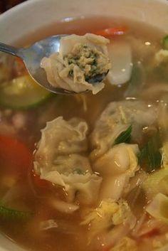 Mandoo guk 만두국(Korean dumpling soup) Ingredients: 20 dumplings, 4 oz beef, 2 green onions 1/8 teaspoon soy sauce, 1/8 teaspoon sesame oil salt, pepper, 6 cups water, 1 egg, mixed 1 sheet seasoned gim (dried seaweed, nori), crushed