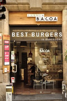 Looking for the best burgers in Barcelona? We've got you covered! This comfort food is ultra-trendy right now in Barcelona, so you are guaranteed to find one that knocks your socks off!