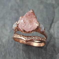 Another one for my rough gem lovers. Morganite and conflict free rough diamonds in rose gold. Another one for my rough gem lovers. Morganite and conflict free rough diamonds in rose gold. Engagement Ring Settings, Vintage Engagement Rings, Vintage Rings, Crystal Engagement Rings, Solitaire Engagement, Vintage Silver, Bridal Rings, Wedding Rings, Gold Wedding