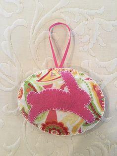 Felt crafts, felt ornament, bunny, rabbit, Easter, made by Janis