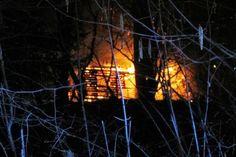 Explosionen und Feuerschein am Herzberger Schloss – dies meldeten mehrere Anrufer am Dienstagabend gegen 21.15 Uhr der Herzberger Feuerwehr.