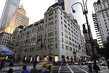 Bergdorf Goodman est un grand magasin de luxe new-yorkais, situé dans le Midtown de Manhattan, sur la Cinquième avenue au niveau de la 57e et 58e rue. Créé en 1899 par Herman Bergdorf et Edwin Goodman, il est actuellement la propriété de Neiman Marcus.  L'actuel bâtiment a été construit sur l'emplacement du manoir de Cornelius Vanderbilt II, acquis par Goodman et démoli pour permettre sa construction.  Il a été l'objet d'un documentaire, Scatter My Ashes at Bergdorf's, réalisé par Matthew Miele et sorti au cinéma en 2013.