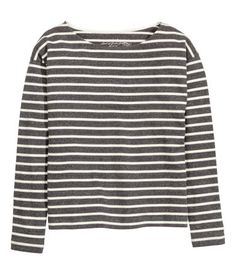 CONSCIOUS. Striped, long-sleeved top in a soft organic cotton blend.