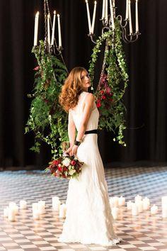 Tiefrote, romantische Brautinspiration in der Berliner Malzfabrik Ashley Ludaescher Photography http://www.hochzeitswahn.de/hochzeitstrends/tiefrote-romantische-brautinspiration-in-der-berliner-malzfabrik/ #wedding #mariage #bride