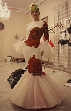 ENTRE DOS AGUAS – Juana Martín | Moda Flamenca por Elena Rivera vía Mamá de Mayor Quiero Ser Flamenca. Mardi Gras Costumes, 2015 Fashion Trends, Flamenco Dancers, Latin Dance Dresses, Casual Dresses, Summer Dresses, Rose Dress, Pretty Dresses, African Fashion