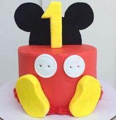 1 st birthday Mickey Mouse cake #mickeymouse #mickey #charlottessweets #cake #1stbirthday #noegg #vanillacake #happyday