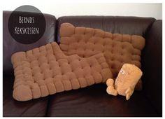 Bernd hatte mal wieder Lust zu backen… Auf Pinterest (eine wahre Fundgrube!!!) haben wir die Idee für diese lustigen Kissen entdeckt, die jetzt auf unserem Sofa Platz genommen haben. Ich liebe Dinge, die wie bei Alice im Wunderland viel zu … mehr