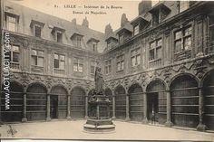 Vieille bourse de Lille, intérieur avec la statue de Napoléon