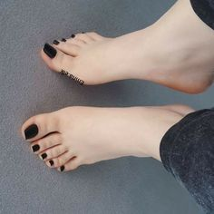 Beautiful Toes, Pretty Toes, Feet Soles, Women's Feet, Sexy Zehen, Painted Toe Nails, Foot Pedicure, Long Toenails, Blue Toes
