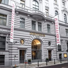 Discover what Dorotheum has to offer - from our beautiful Palais in the heart of Vienna, to the hundreds of auctions held each year! Antiques Online, Central Europe, Vienna, Contemporary Art, Auction, Fine Art, Mansions, House Styles, Heart