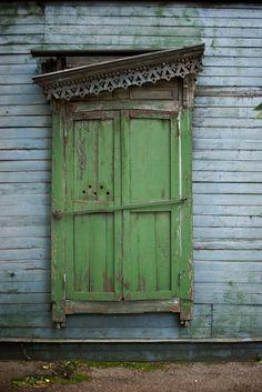 Old green Siberian Window Entrance Doors, Doorway, Bathroom Gadgets, Through The Window, Shades Of Green, Blue Green, Door Knobs, Arches, Windows And Doors