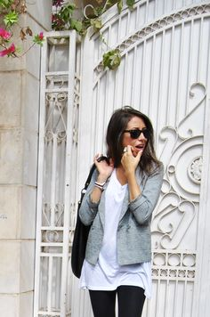 Classic look: long white tee + blazer + leggings.