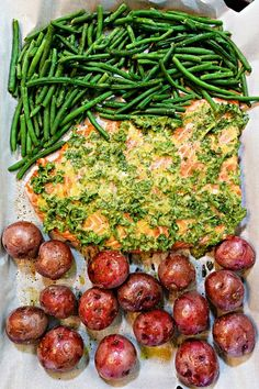 Frugal Food Items - How To Prepare Dinner And Luxuriate In Delightful Meals Without Having Shelling Out A Fortune Roasted Lemon Salmon With Green Beans Easy Holiday Recipes, Fall Dinner Recipes, Healthy Dinner Recipes, Cooking Recipes, Dinner Ideas, Healthy Meals, Fish Dishes, Seafood Dishes, Seafood Recipes