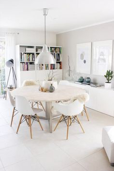 Well design modern dining room design ideas 00027 ~ Home Decoration Inspiration Dinning Table, Round Dining, Kitchen Dining, Ikea Dining Room, Dining Nook, Ikea Round Table, Kitchen Lamps, Table Seating, Kitchen White