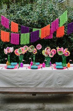 a Backyard Fiesta Party This Summer! Host a Backyard Fiesta Party This Summer! Check out these simple DIY fiesta decor ideasHost a Backyard Fiesta Party This Summer! Check out these simple DIY fiesta decor ideas Summer Backyard Parties, Backyard Party Decorations, Mexican Party Decorations, Decoration Crafts, Garden Parties, Party Summer, Diy Yarn Garland, Mexican Fiesta Party, Ideias Diy