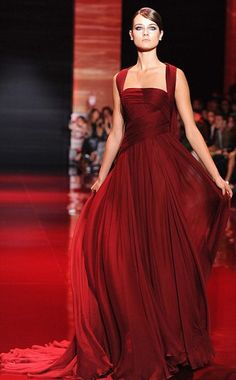 Saab Haute Couture Fall 2013 Somebody PLEASE invite me to an event where I can wear this dress. Elie Saab - Haute Couture Fall PLEASE invite me to an event where I can wear this dress. Beauty And Fashion, Fashion Mode, Paris Fashion, Runway Fashion, Beautiful Gowns, Beautiful Outfits, Vestidos Fashion, Evening Dresses, Prom Dresses