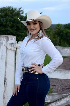 Stunning Cowgirl Fashion Styles for Ladies Sexy Cowgirl Outfits, Rodeo Outfits, Western Outfits, Western Wear, Cute Outfits, Cowgirl Fashion, Fashion Hats, Western Dresses, Western Style