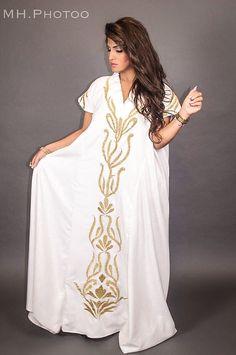 Golden Queen Kaftan by @decout  متواجدين  في  Gate Mall  ليه الجمعة ١٢-٦-٢٠١٥ من الساعة ١٠-١٠ مساءاً  Call: 66054004 Makeup by me Photo taken by @mh.photoo