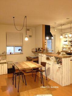 こんにちは~~今日は雨な愛知県です。なんか、最近またブログ書くのが楽しくなってきたので、小ネタをアップしちゃいます。我が家のキッチン、ダクトレールを設置してペ…