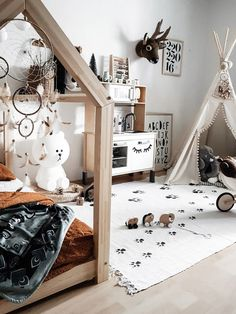 kleinkind zimmer Mark's Playful Toddler Room with Jungle Vibes - designed by a mother in Slovenia who is passionate about interior design, especially Scandinavian Boy Toddler Bedroom, Toddler Room Decor, Kids Decor, Kids Bedroom, Todler Room, Baby Room Design, Girl Room, Jungle Vibes, Decoration