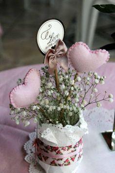 noivado-economico-sao-paulo-faca-voce-mesmo-rosa-e-azul (3) Birthday Centerpieces, Wedding Table Centerpieces, Flower Centerpieces, Wedding Decorations, Diy Wedding, Wedding Day, Table Flowers, Holidays And Events, Party Time