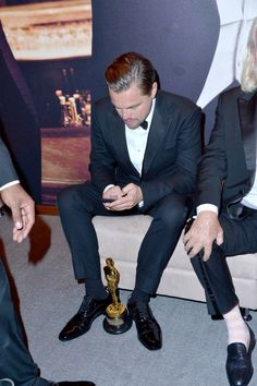 Actor Leonardo DiCaprio attends the 2016 Vanity Fair Oscar Party Hosted By Graydon Carter at the Wallis Annenberg Center for the Performing Arts on February 2016 in Beverly Hills, California. Get premium, high resolution news photos at Getty Images Leonardo Dicaprio Oscar, Brad Pitt, Leonard Dicaprio, Camila Morrone, Oscar Winners, Vanity Fair Oscar Party, Best Actor, Johnny Depp, Actors & Actresses