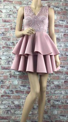 Krátke spoločenské šaty s čipkovaným topom a volánovou sukňou High Low, Dresses, Fashion, Vestidos, Moda, Fashion Styles, Dress, Fashion Illustrations, Gown