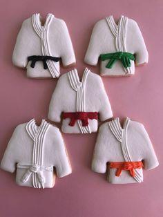 Karate Cookies by LaurasHndmdeDelights on Etsy Karate Boy, Karate Party, Karate Classes, Shark Cookies, Coloured Icing, Fondant, 4th Birthday Parties, Cookie Decorating, Sport 2