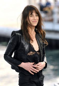 Charlotte Gainsbourg en 2010 - all black outfit Charlotte Gainsbourg, Jane Birkin, French Girl Style, French Girls, French Chic, Gainsbourg Birkin, Serge Gainsbourg, Over The Top, Paris Fashion