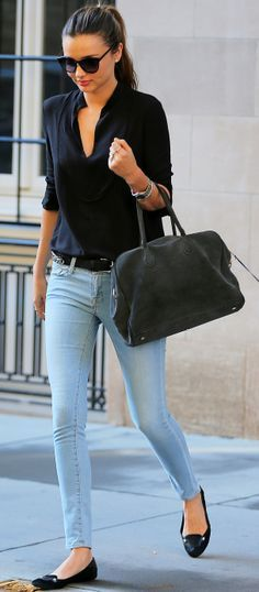 Spring / Summer - street style - simple look - light denim skinnies black v neck blouse black flats black belt