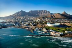Places to See and Visit in South Africa Cape Town with Table Mountain in the background. Oh The Places You'll Go, Places To Travel, Places To Visit, Paises Da Africa, Le Cap, Cape Town South Africa, Destination Voyage, Most Beautiful Cities, Africa Travel