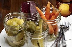 6 Perfect Pickling Recipes and Wine Pairing Tips