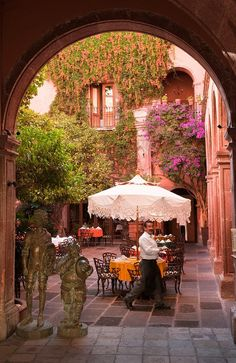 San Miguel de Allende, wonderful courtyard on C.Allende