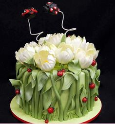 .Beautiful flower and leaf cake