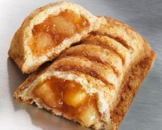 This Copycat McDonald's Apple Pie Recipe is so easy and so delicious. What's better than a warm homemade apple pie? A warm homemade apple pie that you can hold in your hands! Just Desserts, Delicious Desserts, Dessert Recipes, Yummy Food, Apple Pie Recipes, Sweet Recipes, Apple Pie Recipe Easy, Mcdonalds Apple Pie, Mcdonalds Recipes