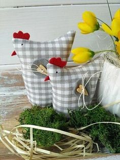 Chicken Crafts, Chicken Art, Diy Crafts To Sell, Home Crafts, Sewing Projects, Craft Projects, Diy Ostern, Chickens And Roosters, Fabric Birds