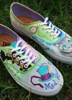 À vendre sur #vintedfrance ! http://www.vinted.fr/chaussures-femmes/baskets/28541789-chaussures-vans-pointure-39-alice-aux-pays-des-merveilles
