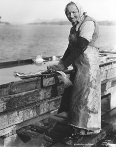 Anders B. Wilse : Old woman from Village of Skudeneshavn Old Women, Folklore, Norway, Vikings, Museum, History, Photography, Character, Woman