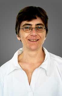 Dipl.-Biolg. Eva Stiefvater behandelt Grundlagenfächer, Lernmanagement, Prüfungsvorbereitung und Prüfungstraining.