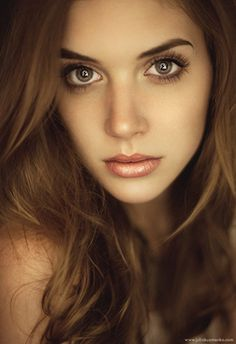 how to achieve multiple catchlights in a portrait subject's eyes