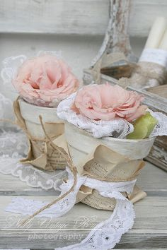 Ana Rosa ~ Terra cotta pots painted ivory, wrapped with old book pages, and tied with lace. Filled with lace and florals. Cottage Shabby Chic, Shabby Chic Mode, Shabby Chic Vintage, Estilo Shabby Chic, Shabby Chic Crafts, Romantic Cottage, Rose Cottage, Shabby Chic Style, Vintage Paper