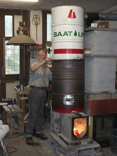 14 bright ideas for a better wood stove Dragon Heater: Horizontal Feed Rocket (U. Camping Survival, Survival Prepping, Emergency Preparedness, Survival Gear, Rocket Mass Heater, Stove Heater, Rocket Stoves, Wood Burner, Popular Mechanics