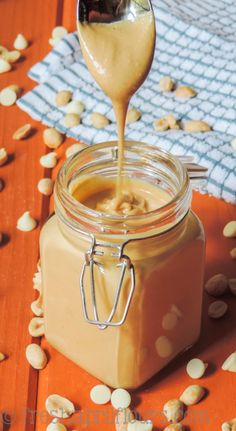 Homemade White Chocolate Peanut Butter: This ultra smooth and super creamy peanut butter is naturally salty and lightly sweetened with velvety white chocolate. Peanut Butter Sauce, Peanut Butter Recipes, Creamy Peanut Butter, Chocolate Peanut Butter, White Chocolate Sauce, Dessert Sauces, Dessert Recipes, Homemade Almond Butter, Chocolate Peanuts