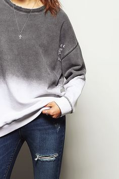★ ★ ★ ★ ★ five stars (grey and white dipped pullover oversize, dark wash ripped skinny jeans, small silver chain necklace)
