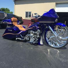 Old Classic Harley-Davidson Motorcycles Harley Bagger, Harley Davidson Trike, Bagger Motorcycle, Classic Harley Davidson, Harley Bikes, Harley Softail, Motorcycle Garage, Motorcycle Style, Cars Motorcycles