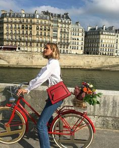 Travel chic with the Fendi bike, red linen mini dress in everyday inspiration. Looks Style, Looks Cool, My Style, Daily Style, Style Hair, Summer Aesthetic, Travel Aesthetic, Aesthetic Girl, Aesthetic Grunge